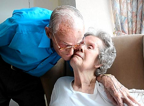 Фото старички любят молодых